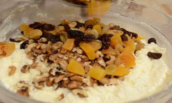 добавляем орехи, сухофрукты