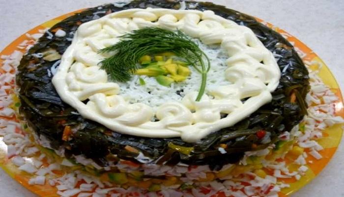 Салат из морской капусты праздничный