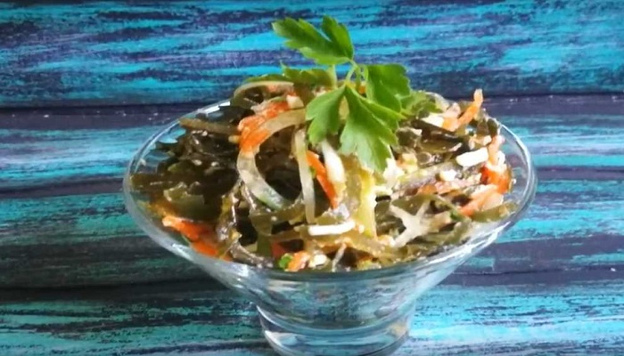 Салат из морской капусты с яйцом и огурцом